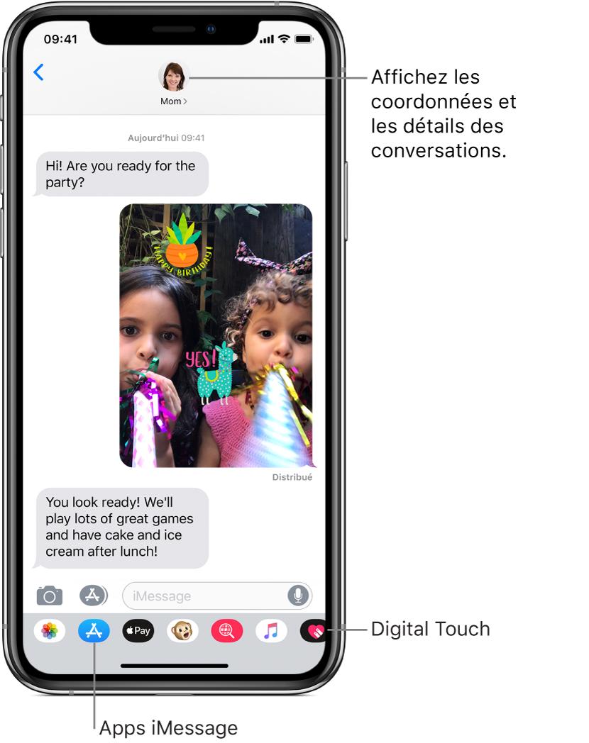 Exemple de conversation dans Messages. En haut de l'écran, de gauche à droite, sont affichés le bouton Retour et la photo de la personne à laquelle vous écrivez. Au centre, se trouvent les messages envoyés et reçus au cours de la conversation. En bas de l'écran, de gauche à droite, se trouvent les boutons Photos, Stores, ApplePay, Animoji, DigitalTouch, #images et Musique.