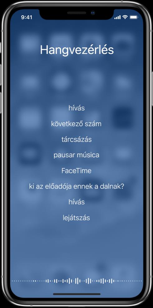 A Hangvezérlés képernyője, amelyen a rendelkezésre álló parancsok listája látható. Egy hullámforma jelenik meg a képernyő alsó részén.