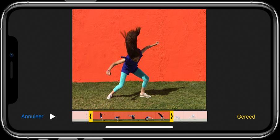 Video waarin langs de onderkant de balk met beelden wordt weergegeven. De knoppen 'Annuleer' en 'Speel af' staan linksonderin en de knop 'Gereed' staat rechtsonderin.