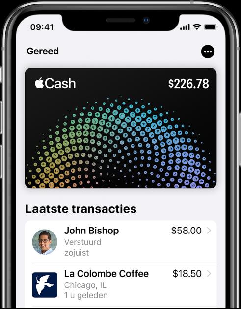 De AppleCash-kaart in Wallet met rechtsboven de knop 'Meer' en onder de kaart de laatste transactie.
