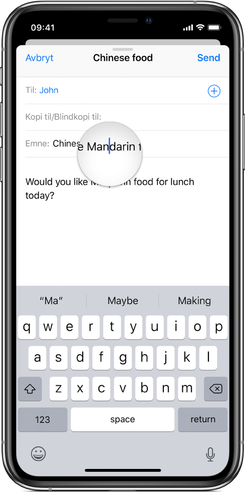 En finger som berører skjermen for å vise en forstørret visning av tekst og innsettingspunktet.