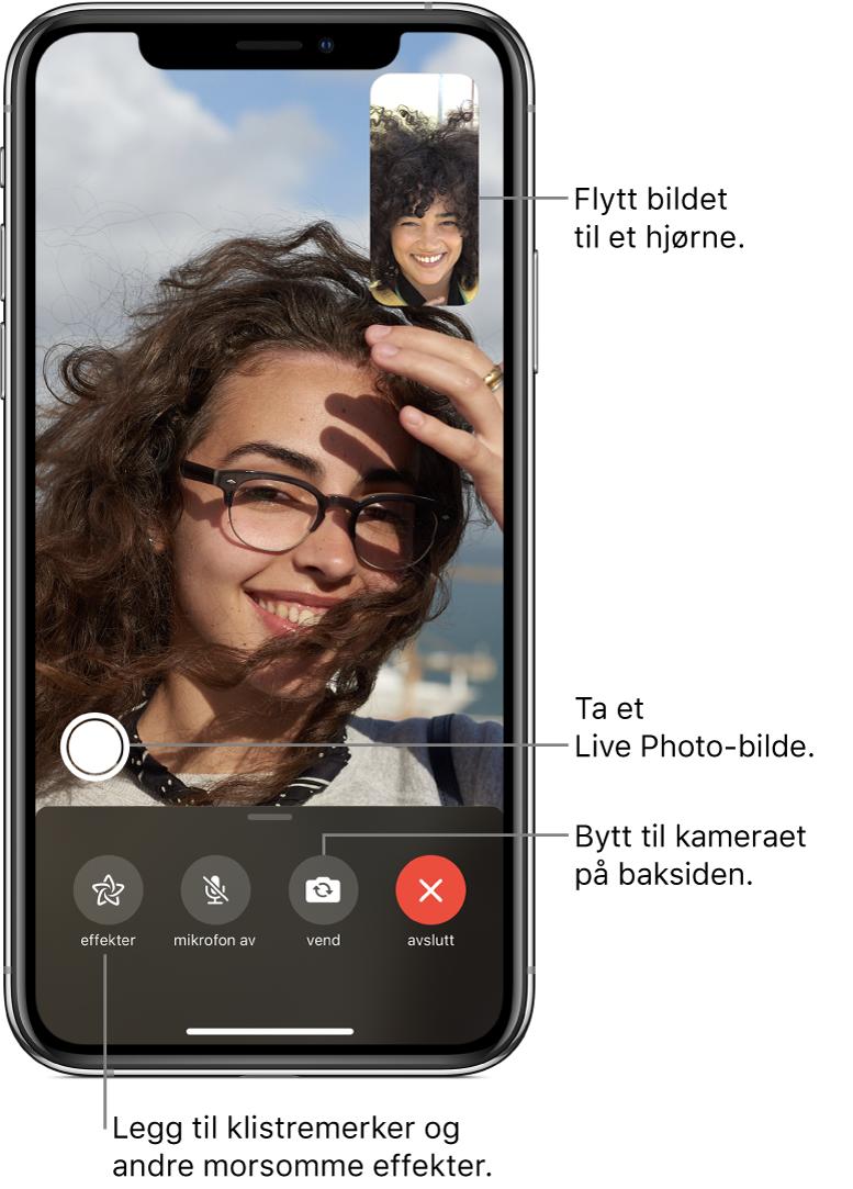 FaceTime-skjermen som viser en samtale. Bildet av deg vises i en liten firkant øverst til høyre, og bildet av den andre personen vises på resten av skjermen. Nederst på skjermen er knappene Effekter, Lyd av, Bytt kamera og Avslutt. Knappen for å ta et LivePhoto-bilde er over dem.