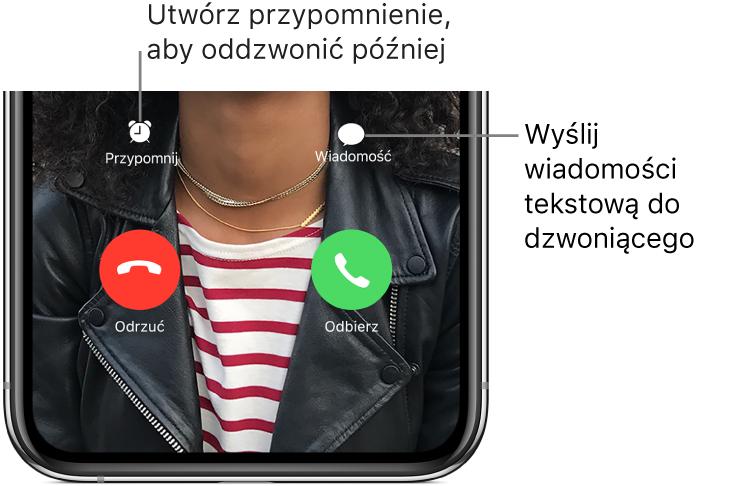 Ekran połączenia przychodzącego. Wgórnym zdwóch rzędów na dole ekranu (od lewej): przyciski Przypomnij oraz Wiadomość. Wdolnym rzędzie (od lewej): przyciski Odrzuć oraz Odbierz.
