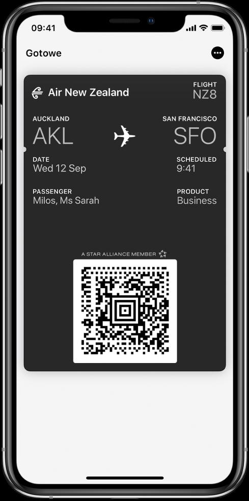 Karta pokładowa waplikacji Wallet. Karta zawiera informacje na temat lotu oraz kod QR.