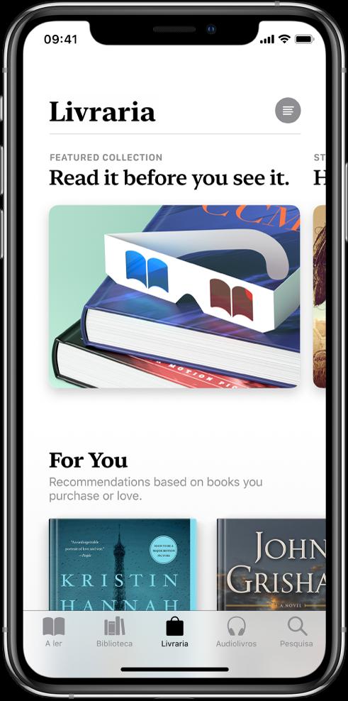 """Um ecrã na Livraria, na aplicação Livros. Na parte inferior do ecrã encontram-se os seguintes separadores, da esquerda para a direita: """"A ler"""", Biblioteca, Livraria, Audiolivros e Pesquisa; está selecionado o separador Livraria. O ecrã também mostra livros e categorias de livros para explorar e comprar."""