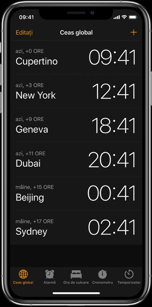 Fila Ceas global, afișând ora în diverse orașe. Apăsați Editați în stânga sus pentru a aranja ceasurile. Apăsați butonul Adăugați din dreapta sus pentru a adăuga mai multe. Butoanele Alarmă, Ora de culcare, Cronometru și Temporizator sunt dispuse în partea de jos.