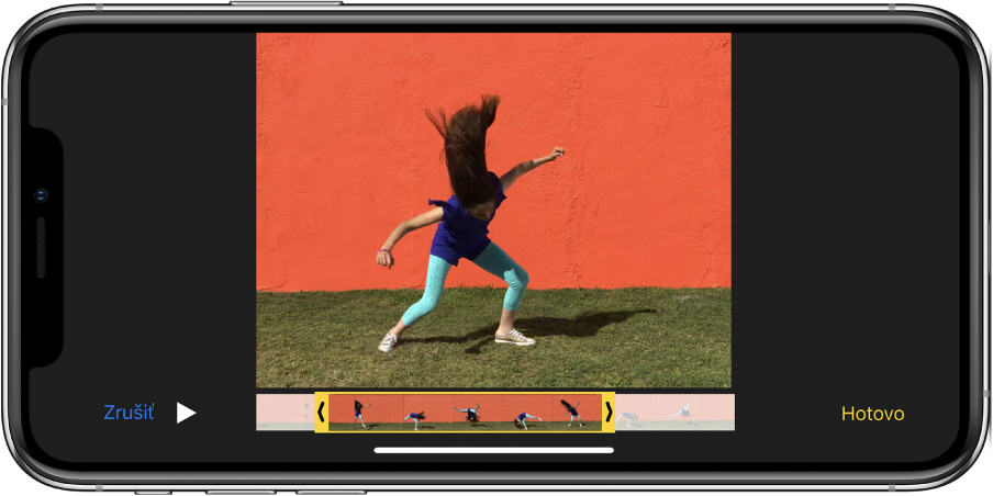 Video sprehliadačom snímok pozdĺž spodnej časti. Tlačidlá Zrušiť aPrehrať sa nachádzajú vľavom spodnom rohu atlačidlo Hotovo vpravom dolnom rohu.