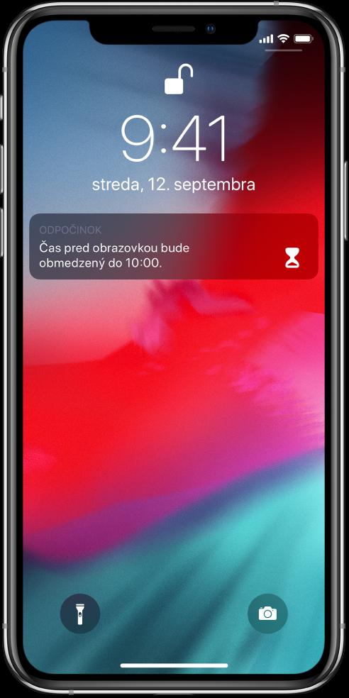 Uzamknutá obrazovka iPhonu zobrazujúca upozornenie Odpočinok soznámením, že čas pred obrazovkou je obmedzený do 10:00.