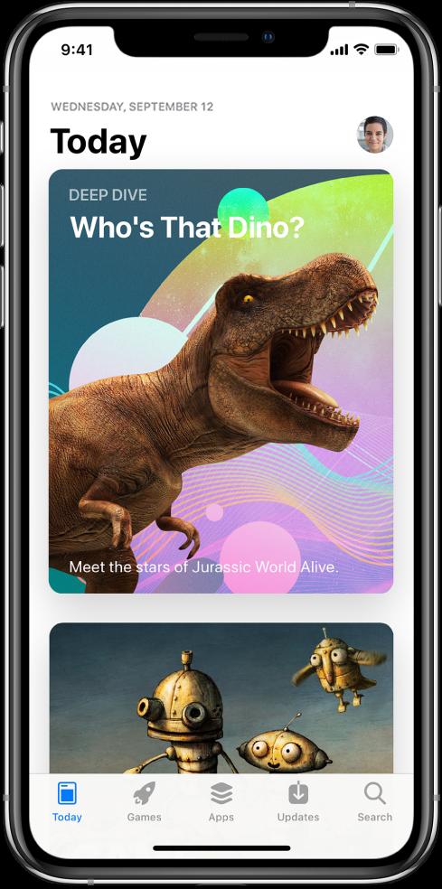 Екран Today продавнице AppStore на ком је приказана истакнута апликација. Ваша слика профила, на коју је потребно да тапнете да бисте приказали куповине, налази се у горњем десном углу. У доњем делу, слева надесно, налазе се картице Today, Games, Apps, Updates, и Search.