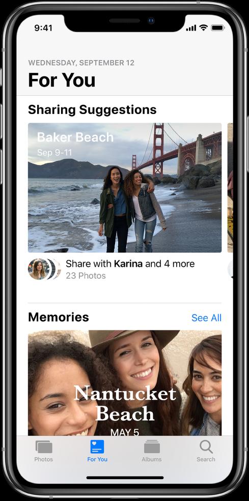 Екран апликације Photos при чијем је дну изабрано дугме For You, док се при врху види Sharing Suggestion.