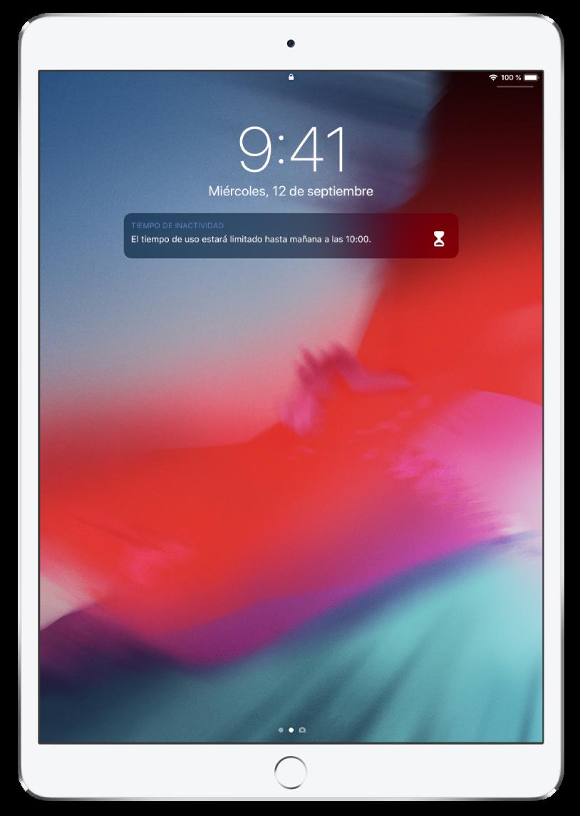 """Pantalla bloqueada del iPad con una notificación de """"Tiempo de inactividad"""", que indica que el tiempo de uso está limitado hasta las 10 de la mañana."""