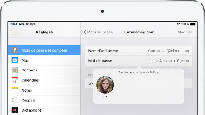 L'écran Mots de passe et comptes pour un site web. Un bouton sous le champ du mot de passe affichant une image de Lia sous l'instruction «Toucher pour partager avec AirDrop».