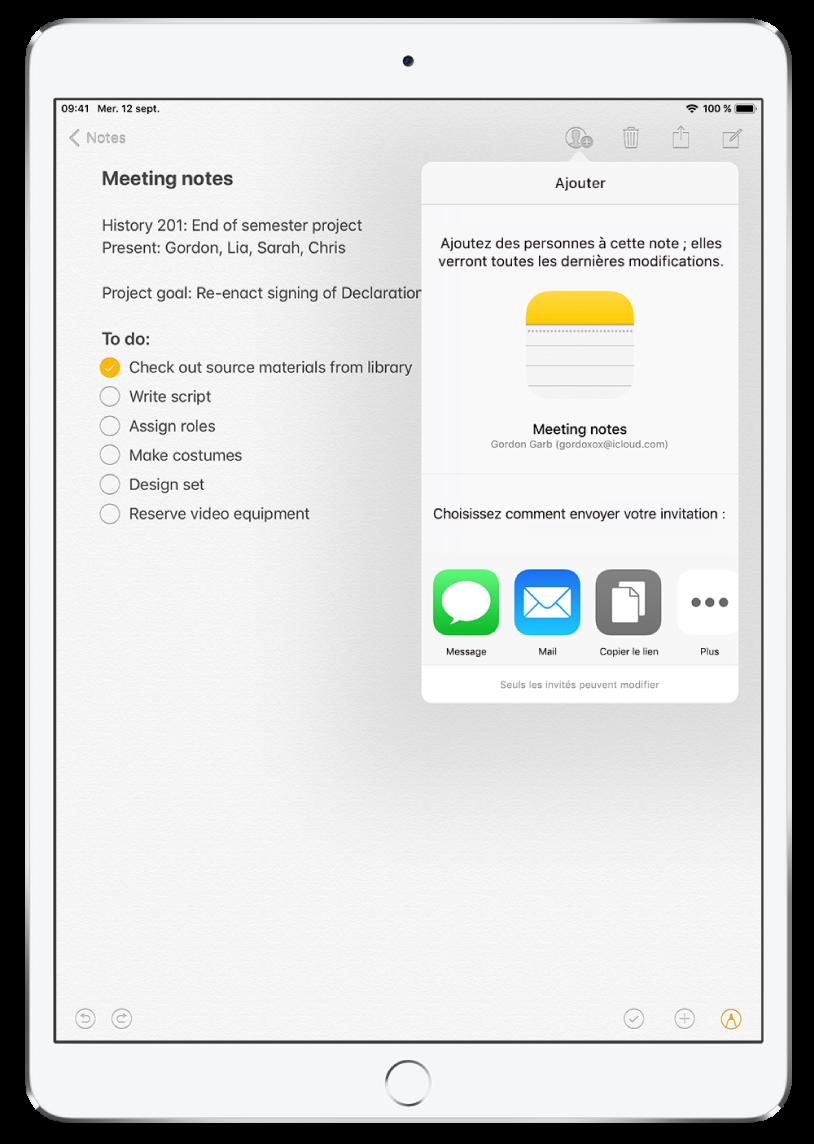 L'app Notes affichant une liste de pointage et l'écran «Ajouter des personnes», d'où vous pouvez envoyer des invitations pour collaborer.