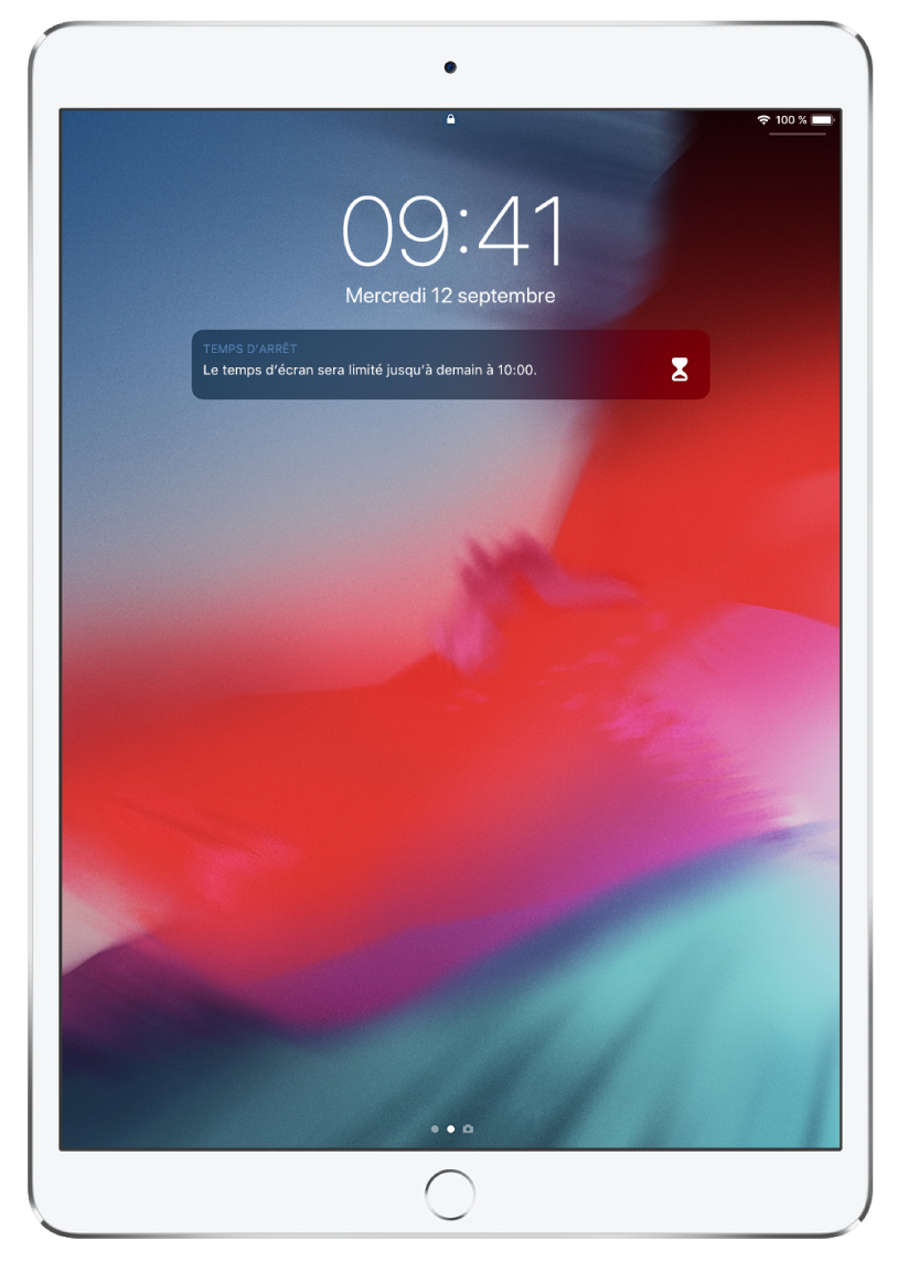L'écran verrouillé de l'iPad affichant une notification «Temps d'arrêt» qui indique que le temps d'écran est limité jusqu'à 10h.