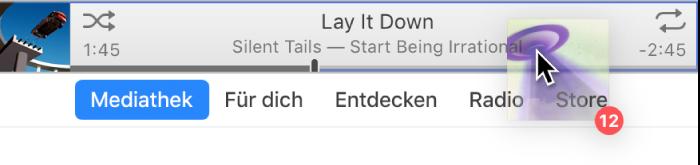 Ein im iTunes-Fenster nach oben bewegtes Album