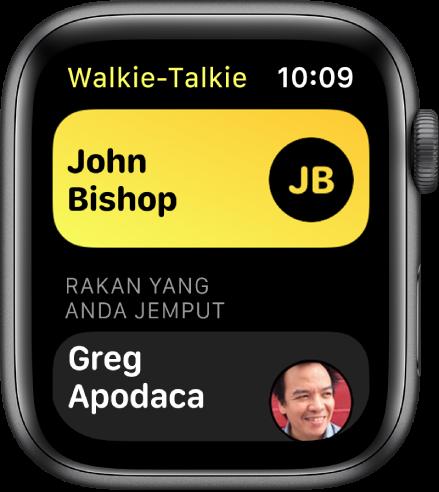 Skrin Walkie-Talkie menunjukkan kenalan berhampiran bahgian atas dan rakan yang anda jemput di bahagian bawah.