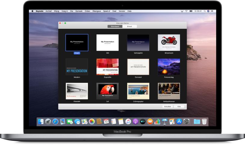 Een MacBookPro met de Keynote-themakiezer geopend op het scherm, met bovenaan knoppen voor 'Standaard' en 'Breed'. 'Standaard' is geselecteerd en eronder staan miniatuurafbeeldingen van de sjablonen.