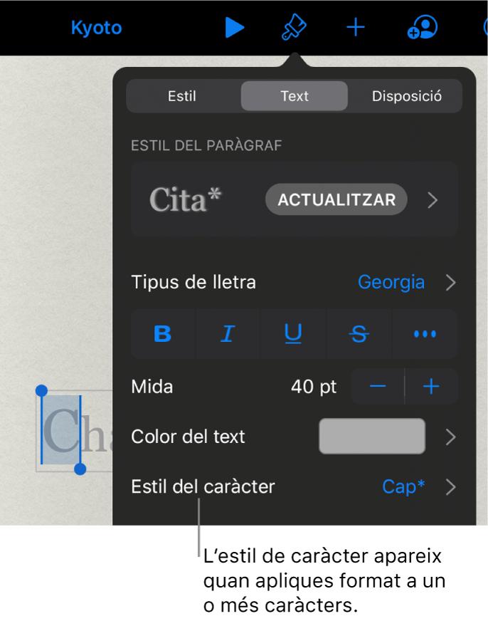 Els controls de format de text amb l'estil de caràcter a sota dels controls de color. L'estil de caràcter Cap amb un asterisc.