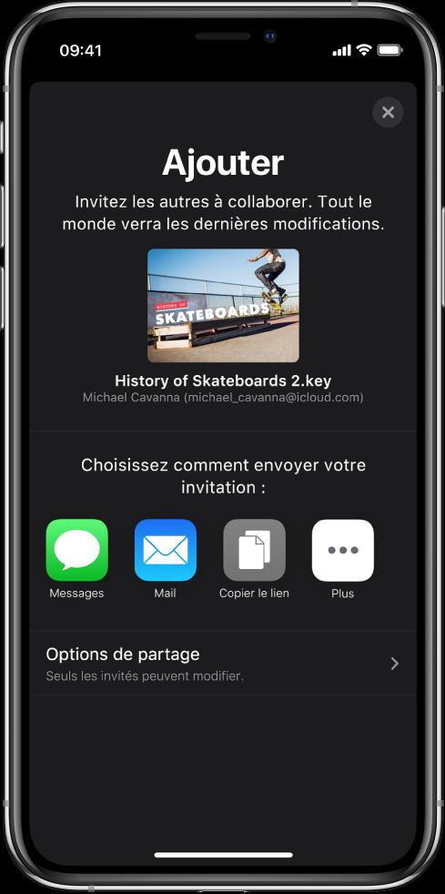 L'écran Ajouter affichant une image de la présentation à partager. Sous celle-ci se trouvent des boutons pour les différentes manières d'envoyer l'invitation, notamment Messages et Mail, «Copier le lien» et Plus. Le bouton «Options de partage» se trouve en bas.