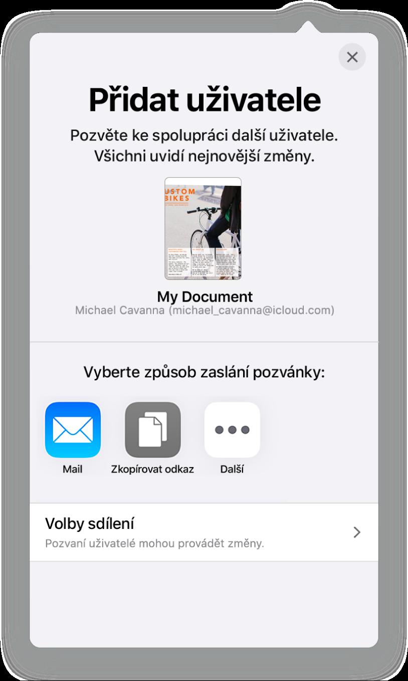 Obrazovka Přidat uživatele sobrázkem dokumentu určeného ke sdílení. Pod ním se nacházejí tlačítka pro různé způsoby odeslání pozvánky – Mail, Zkopírovat odkaz aVíce. Dole je umístěné tlačítko Volby sdílení.