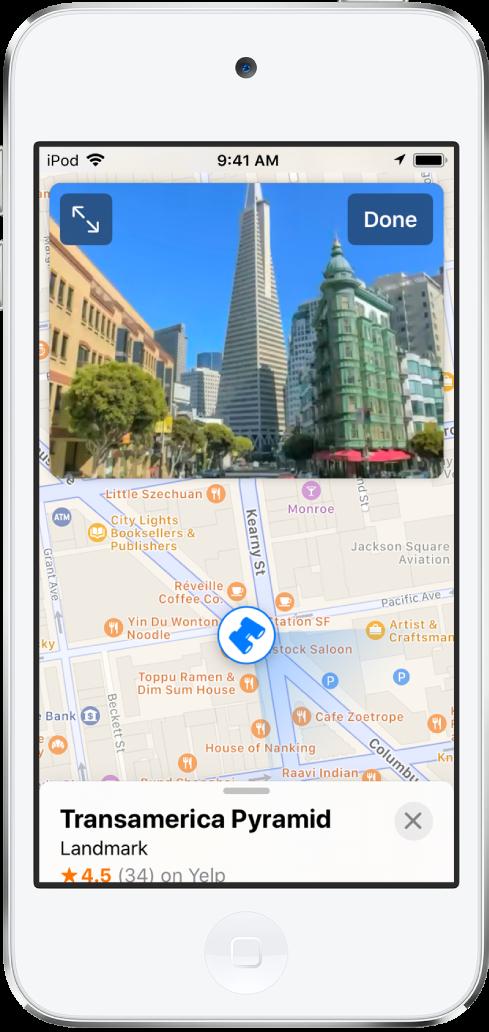 트랜스아메리카 피라미드 빌딩으로 이어지는 거리를 보여주는 지도 앱의 주변보기.