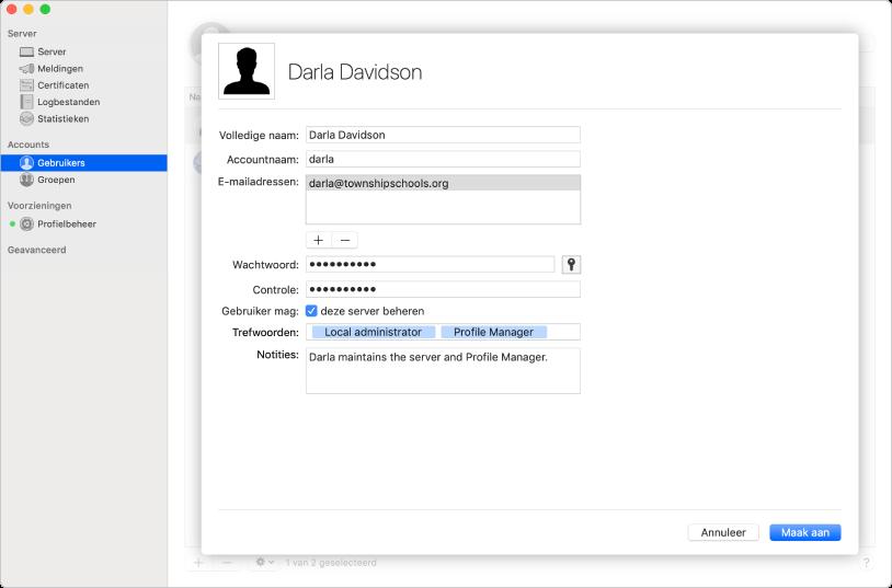 Gebruikers worden aangemaakt in het programma Server. U kunt daarbij trefwoorden en notities over de gebruiker toevoegen.
