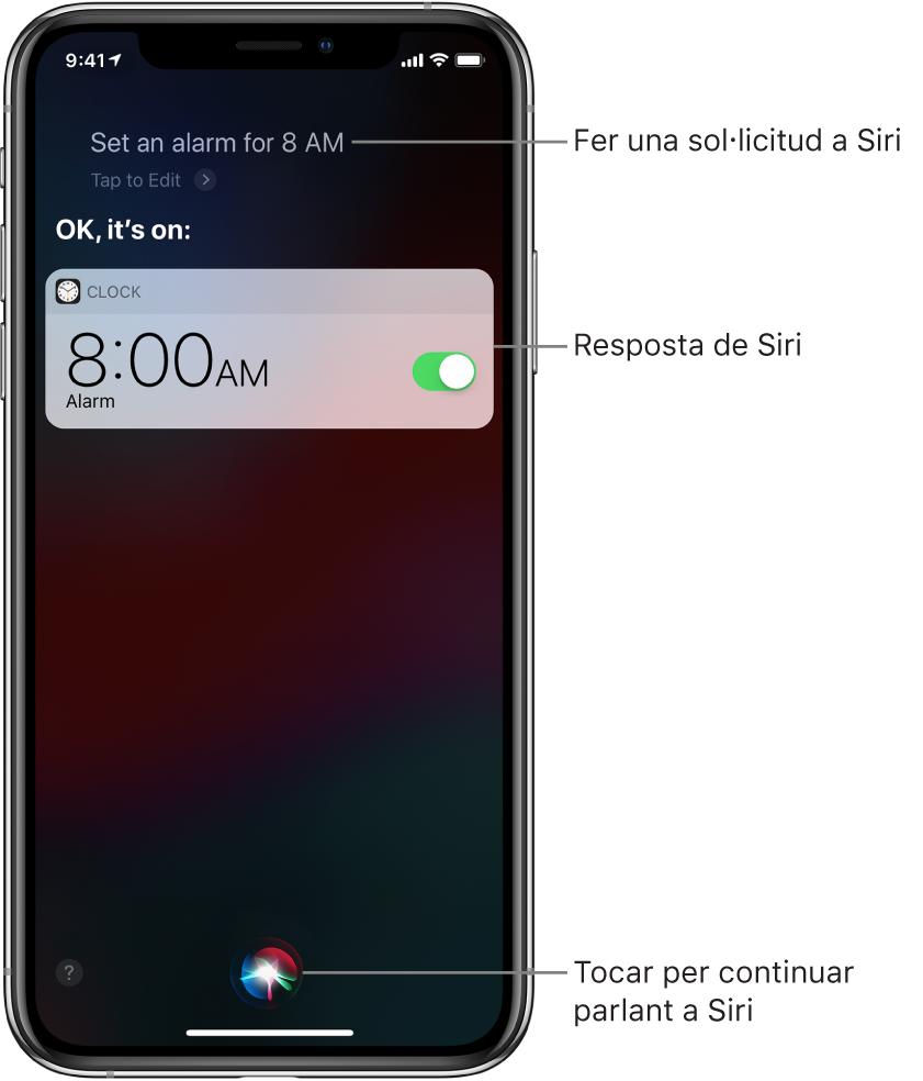"""Pantalla de Siri que mostra la petició a Siri """"Set an alarm for 8 a.m.""""·i la resposta de Siri """"OK, it's on"""" Notificació de l'app Rellotge que mostra una alarma activada per a les 8 del matí. Hi ha un botó al centre de la part inferior de la pantalla per continuar parlant-li a Siri."""
