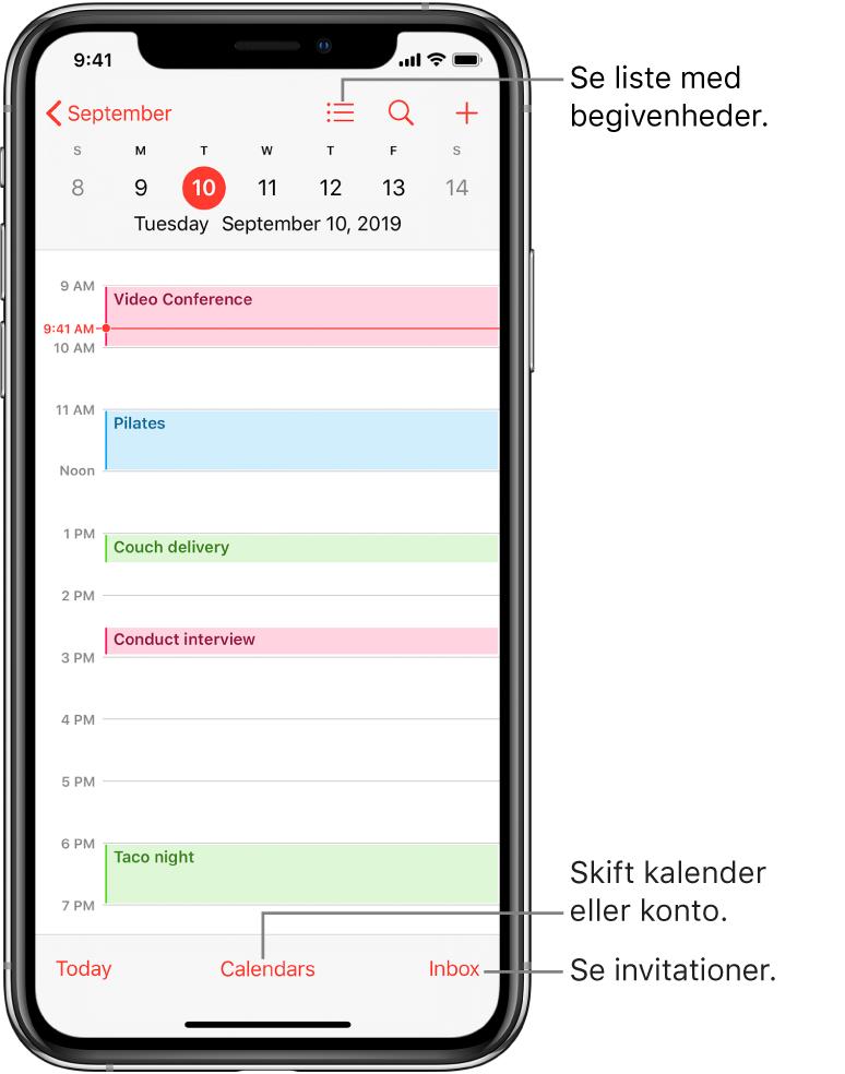 En kalender i dagsoversigt med dagens begivenheder. Tryk på knappen Kalendere nederst på skærmen for at ændre kalenderkonti. Tryk på knappen Indbakke nederst til højre for at se invitationer.