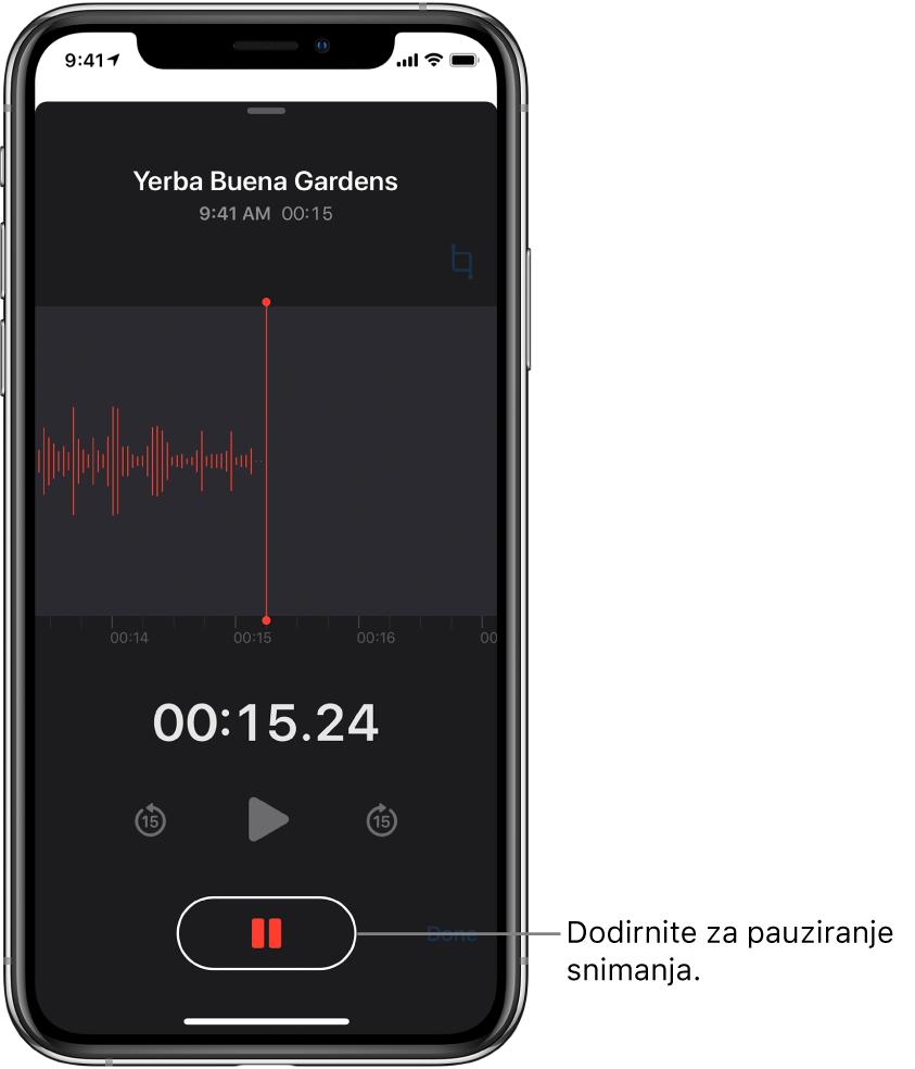 Zaslon Diktafon prikazuje snimku koja nastaje, s aktivnom tipkom Pauza i zatamnjenim kontrolama za reprodukciju, preskakanje unaprijed 15 sekundi i preskakanje unatrag 15 sekundi. Glavni dio zaslona prikazuje oblik vala snimke koja nastaje, zajedno s indikatorom vremena.
