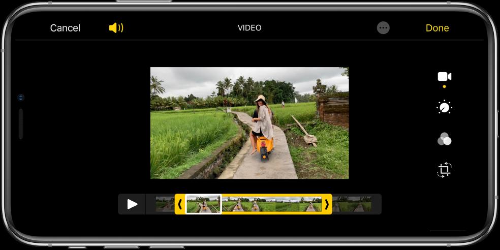 Un vídeo amb el visor de fotogrames a la part inferior. Els botons Cancel·lar i Reproduir són a la part inferior esquerra i el botó Fet, a la part inferior dreta.