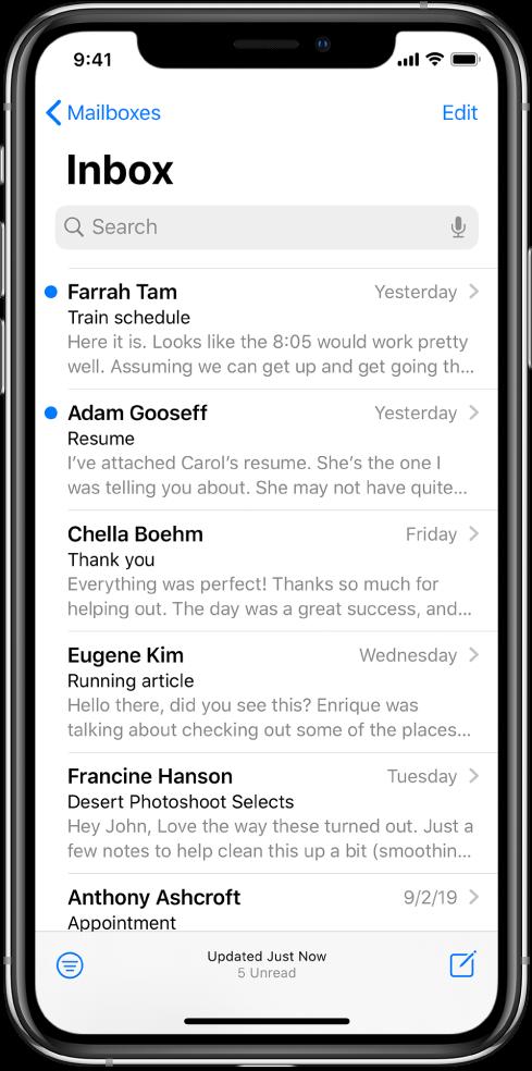 Vista previa de un correo electrónico en el buzón de entrada mostrando el nombre del remitente, la hora en la que se envió, el asunto y las dos primeras líneas del correo.