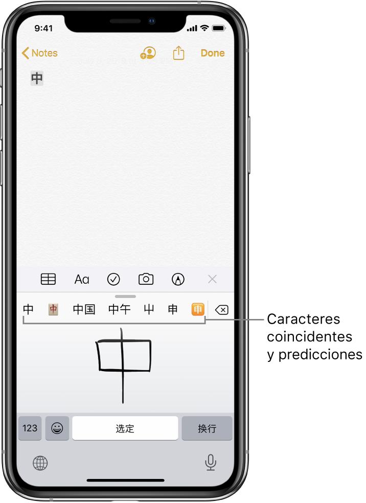 La app Notas mostrando el touchpad abierto en la mitad inferior de la pantalla. En el touchpad hay un carácter chino escrito a mano. Los caracteres sugeridos están justo encima, y el carácter elegido aparece en la parte superior en la nota.