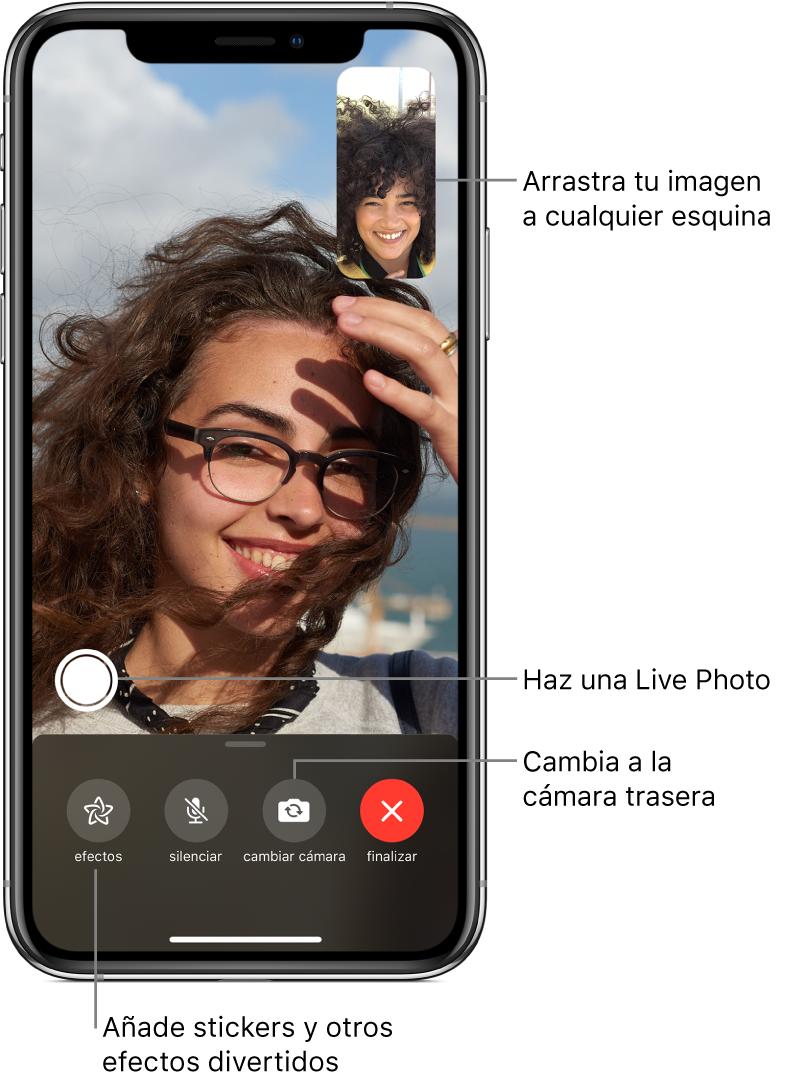 """Pantalla de FaceTime con una llamada en curso. Tu imagen se muestra en un pequeño rectángulo en la esquina superior derecha, mientras que la imagen de la otra persona ocupa el resto de la pantalla. A lo largo de la parte inferior de la pantalla, se encuentran los botones Efectos, Silenciar, """"Cambiar cámara"""" y Finalizar. El botón para hacer una LivePhoto está encima de ellos."""