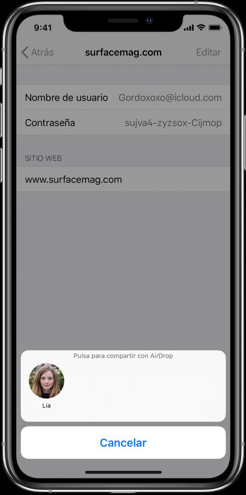 """Pantalla de cuenta de un sitio web. En la parte inferior de la pantalla, un botón muestra una foto de Lia con la instrucción """"Pulsa para compartir con AirDrop""""."""