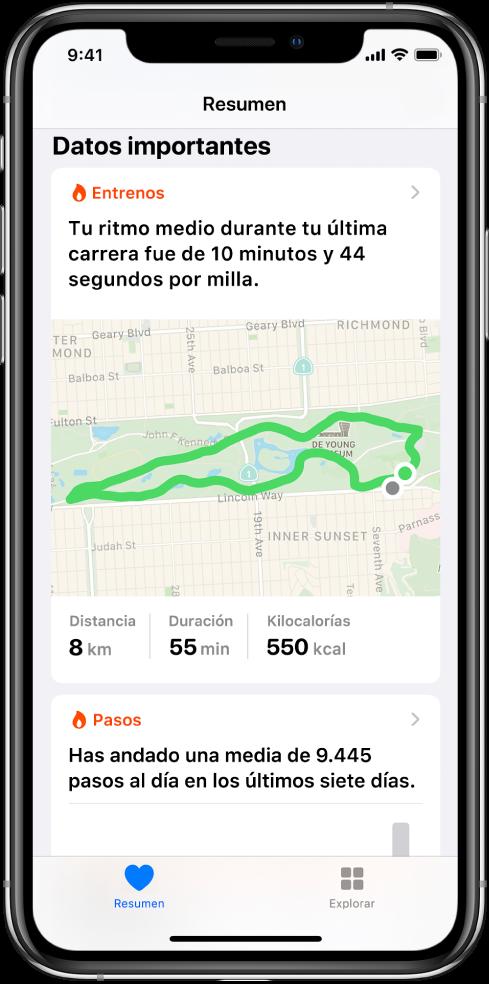 Pantalla Resumen en la app Salud con datos importantes que incluyen el tiempo, la distancia y la ruta del último entreno de correr, así como la media diaria de pasos de los últimos siete días.