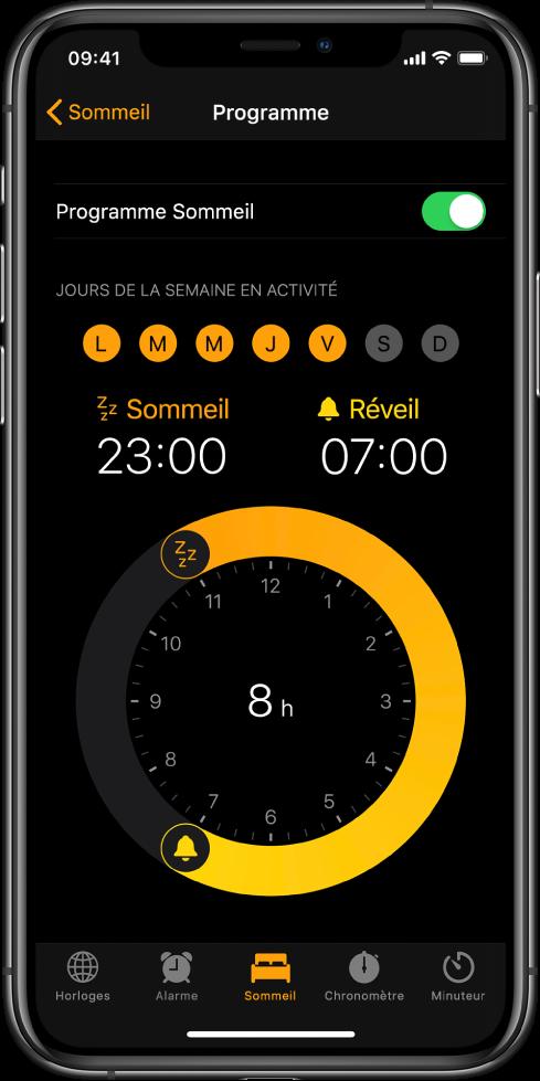 Le bouton Sommeil est sélectionné dans l'app Horloge; l'heure du coucher est programmée à 23h et l'heure du réveil est réglée sur 7h.