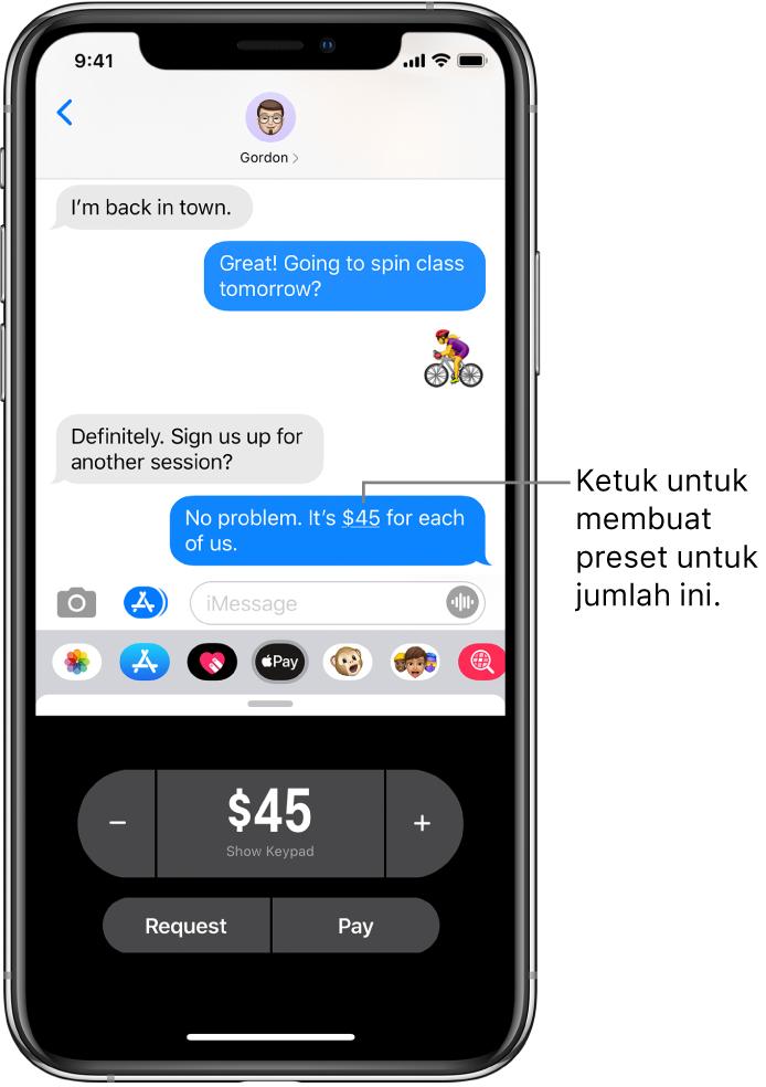 Percakapan iMessage dengan app Apple Pay dibuka di bagian bawah.