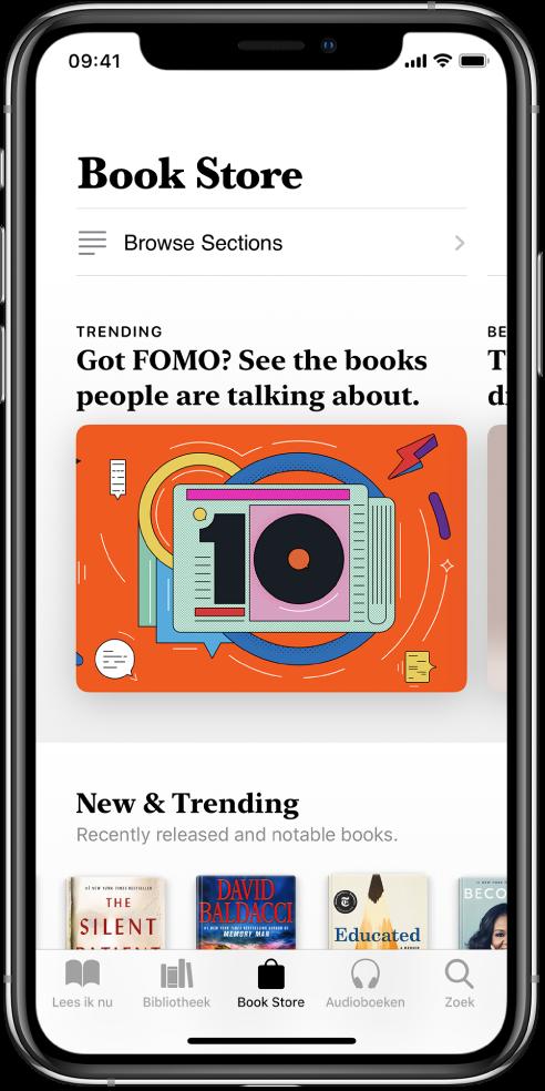 In de Boeken-app, een scherm in de BookStore. Onder in het scherm staan van links naar rechts de tabbladen 'Lees ik nu', 'Bibliotheek', 'BookStore', 'Audioboeken' en 'Zoek'. Het tabblad 'BookStore' is geselecteerd. Op scherm staan ook boeken en boekcategorieën die je kunt kopen en doorbladeren.