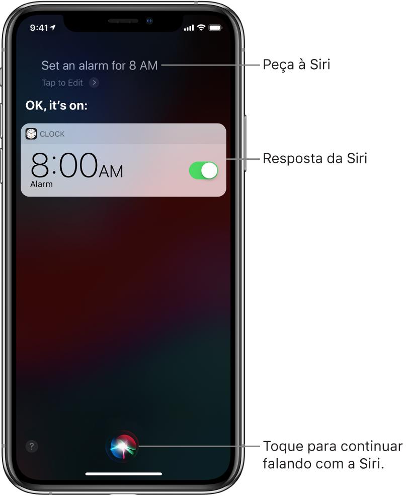 """Tela da Siri mostrando um pedido à Siri para """"Criar um alarme para as 8 da manhã""""; como resposta, a Siri diz """"OK, alarme criado"""". Uma notificação do app Relógio mostra que um alarme está ativado para as 8 horas da manhã. Um botão na parte inferior central da tela é usado para continuar falando com a Siri."""