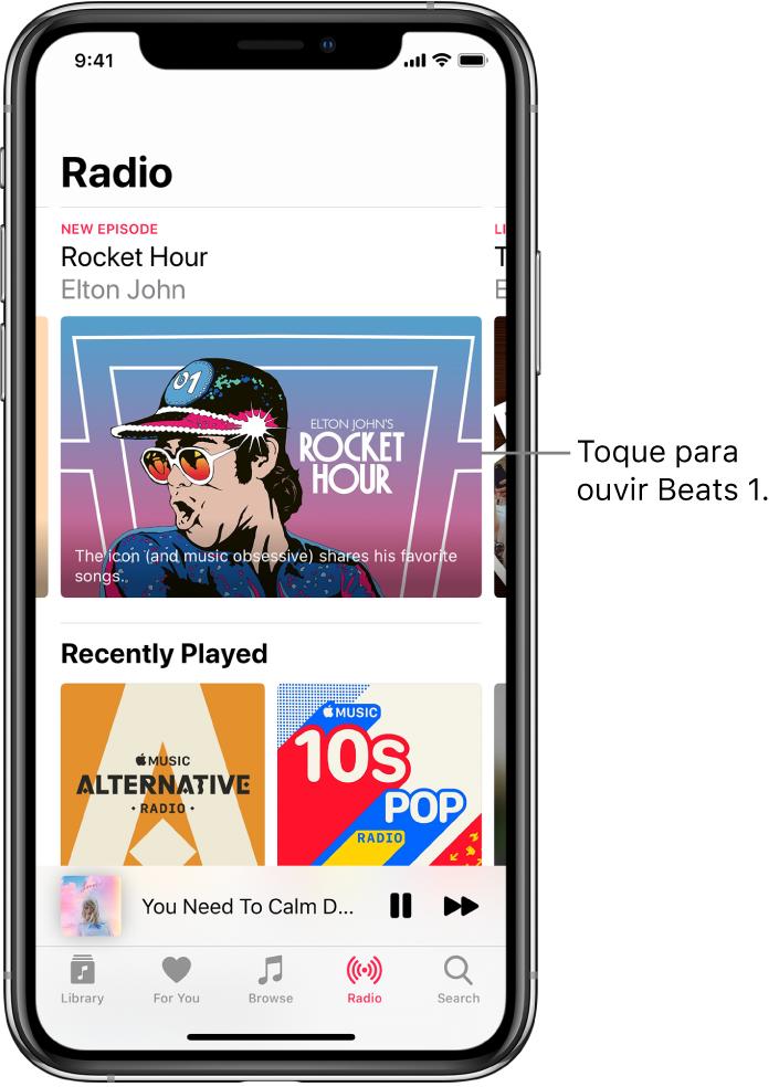 Ecrã do Rádio com a rádio Beats1 na parte superior. As entradas de Recentes aparecem por baixo.