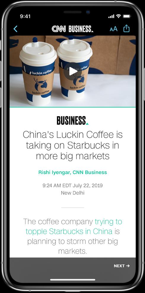 En artikel från AppleNews. Högst upp till vänster på skärmen finns tillbakaknappen som tar dig tillbaka till appen Aktier. Högst upp till höger på skärmen finns knapparna för textformat och delning. I det nedre högra hörnet finns knappen för nästa sida.