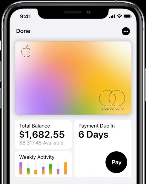 AppleCard i Wallet med merknappen högst upp till höger, totalt saldo och veckoaktivitet längst ned till vänster och betalningsknappen längst ned till höger.
