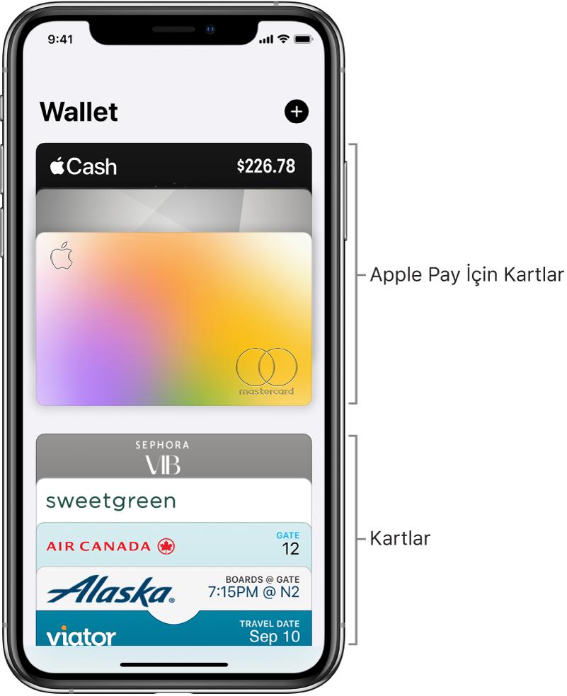 Bazı kredi ve banka kartları ile diğer kartların en üst kısımlarını gösteren Wallet ekranı.