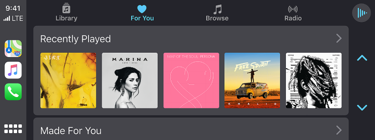 CarPlay 车载屏幕,显示一组最近播放的歌曲。