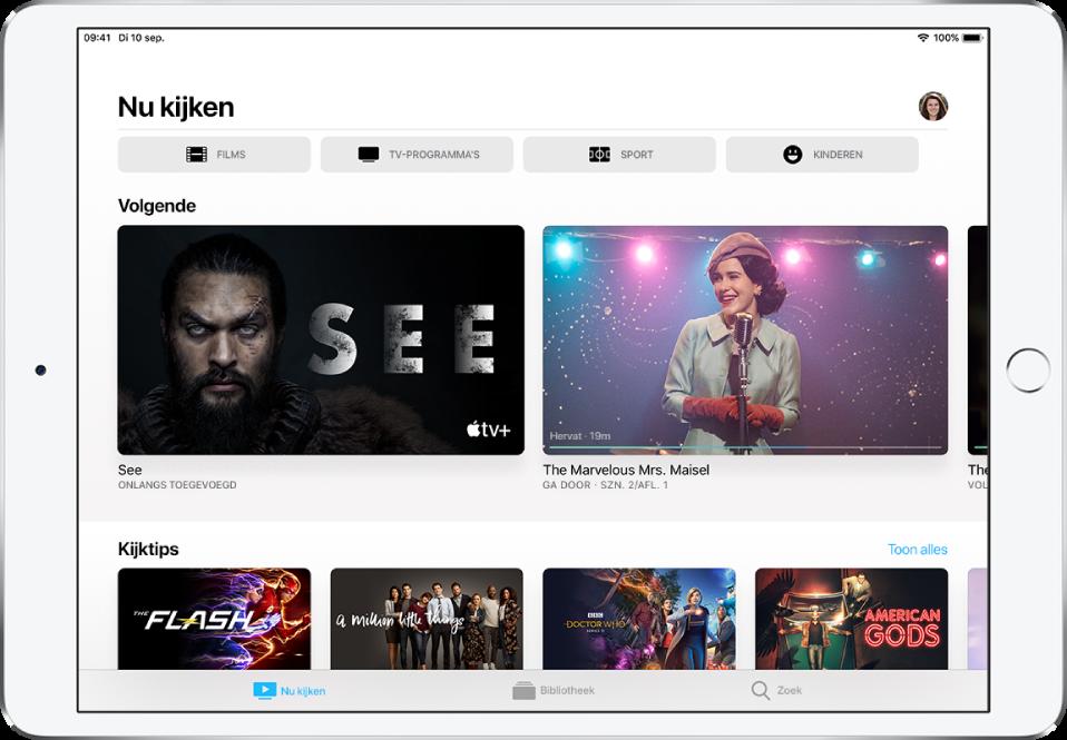Het scherm 'Nu kijken' met in de bovenste rij knoppen voor films, tv-programma's, sport en kinderen. De rij 'Volgende' staat in het midden, boven de rij 'Kijktips'. Onder in het scherm zie je van links naar rechts de tabs 'Nu kijken', 'Bibliotheek' en 'Zoek'.