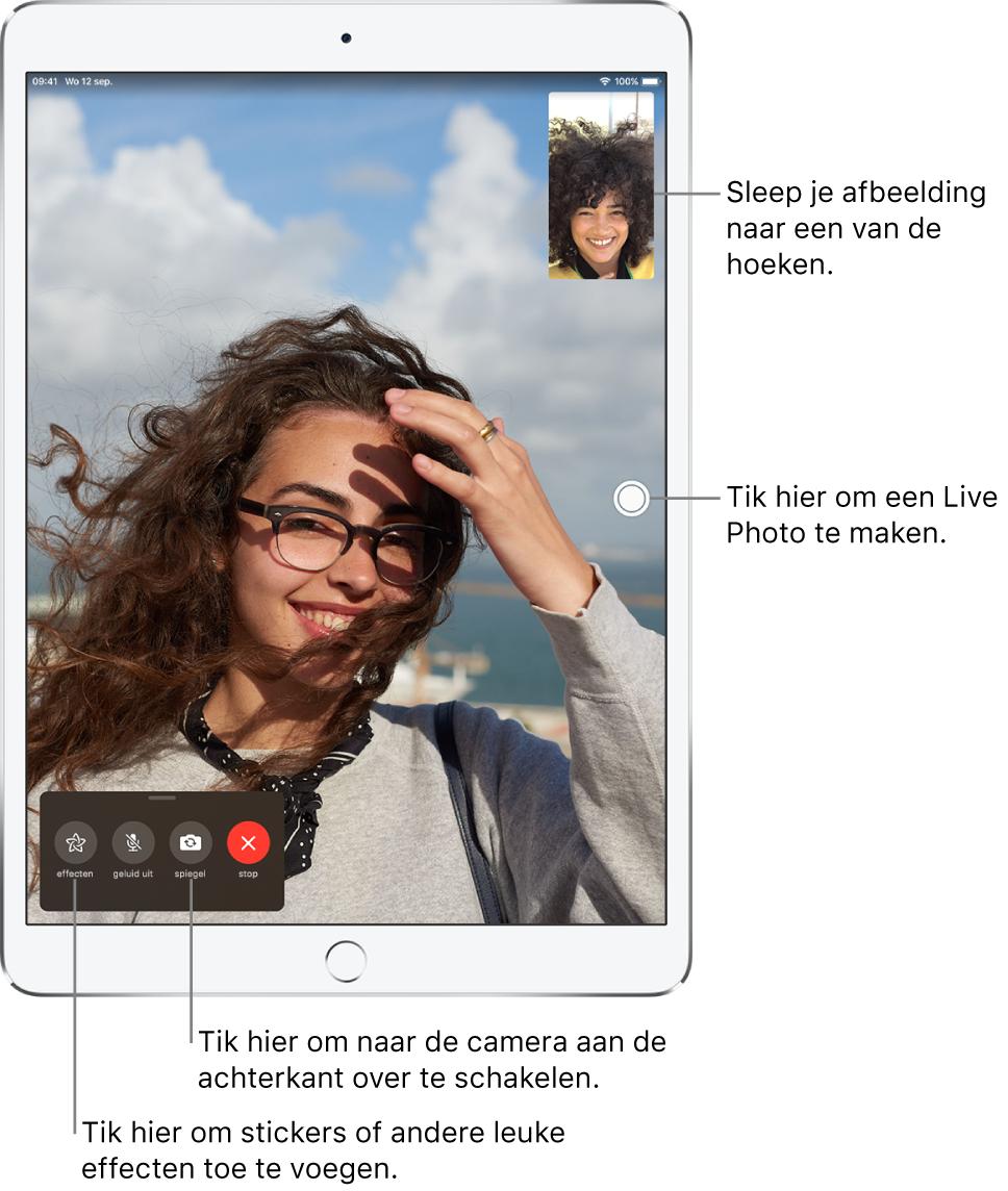 Het FaceTime-scherm met daarin een gesprek dat aan de gang is. Het beeld van jezelf wordt weergegeven in een kleine rechthoek rechtsbovenin, terwijl het beeld van je gesprekspartner de rest van het scherm vult. Onder in het scherm zie je de knoppen voor effecten, geluid uit, andere camera en het stoppen van het gesprek.