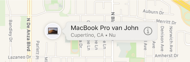 Een close-up van het infosymbool van Johns MacBook Pro.