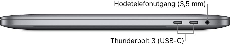 Den høyre siden av en MacBook Pro med bildeforklaringer for de to Thunderbolt3-portene (USB-C) og hodetelefonutgangen på 3,5 mm.
