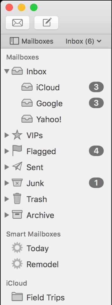 Boční panel Mailu, na němž jsou vidět různé účty aschránky. Nad bočním panelem je (na řádku oblíbených schránek) vidět tlačítko Schránky, jímž lze boční panel zobrazit nebo skrýt