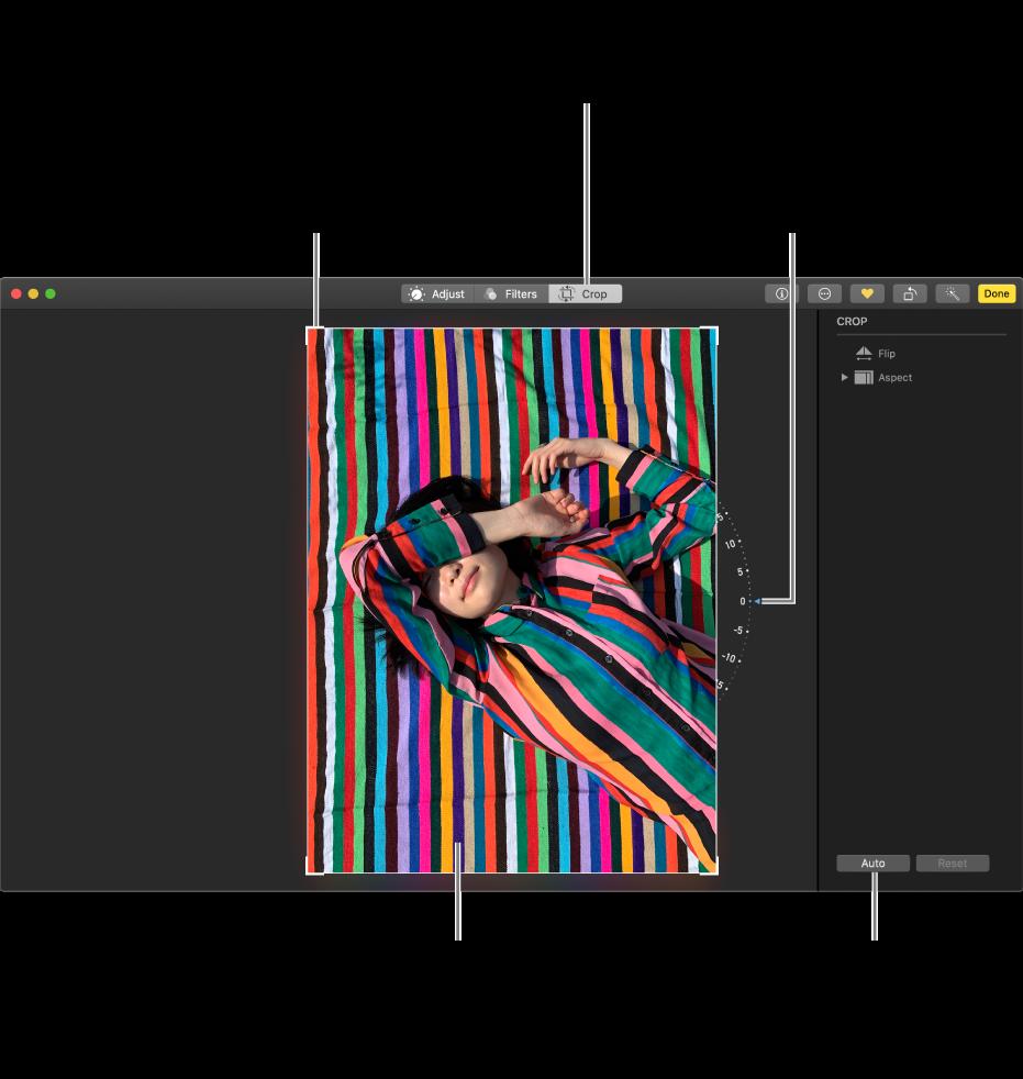 Egy fotó a szerkesztőnézetben a körülvágás és kiegyenesítés lehetőségekkel.
